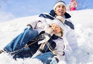 père et fils luge neige